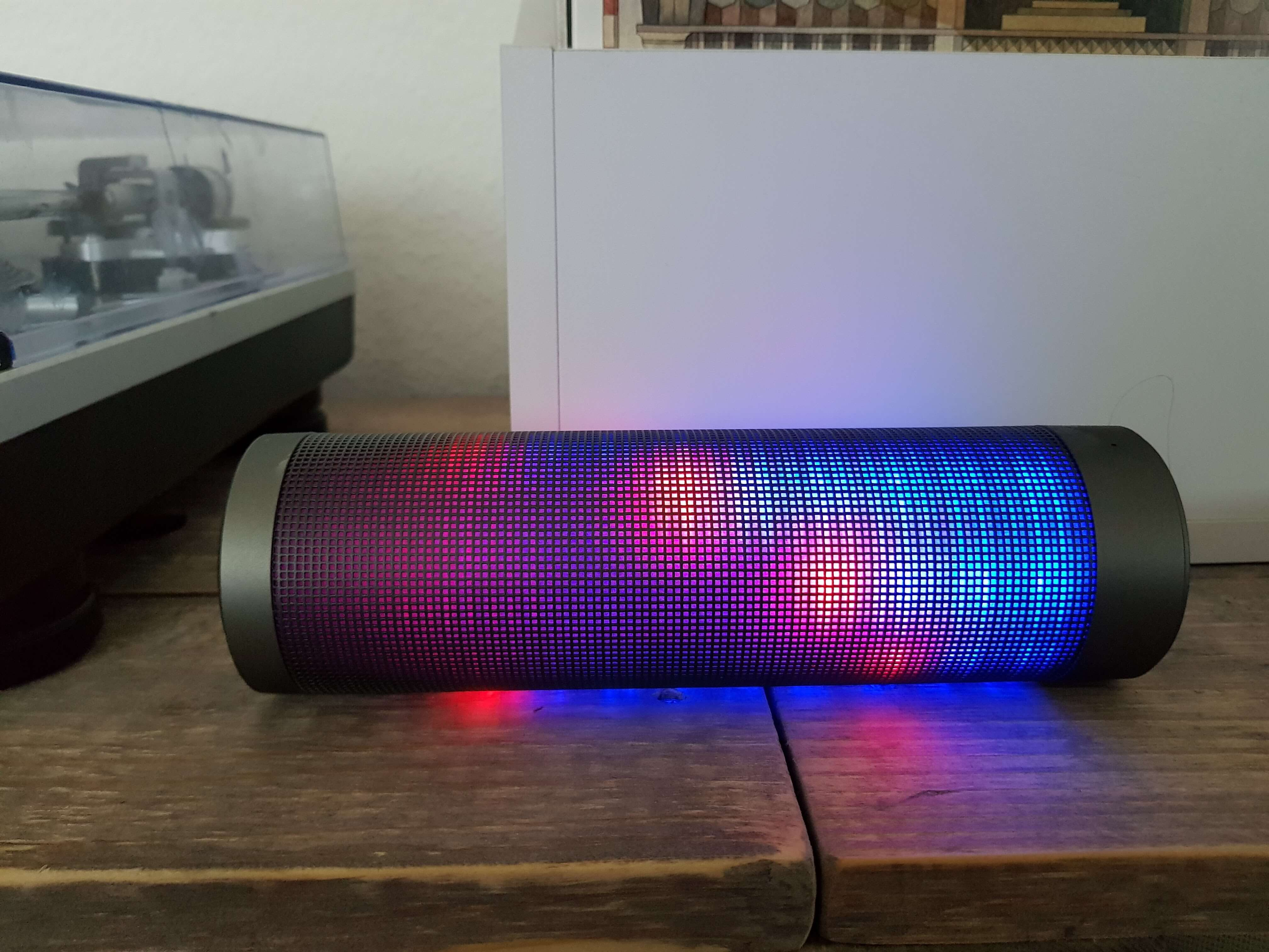 Blinkt viel, klingt gut: Bluetooth Lautsprecher Elegiant HIPHOP im Test 11