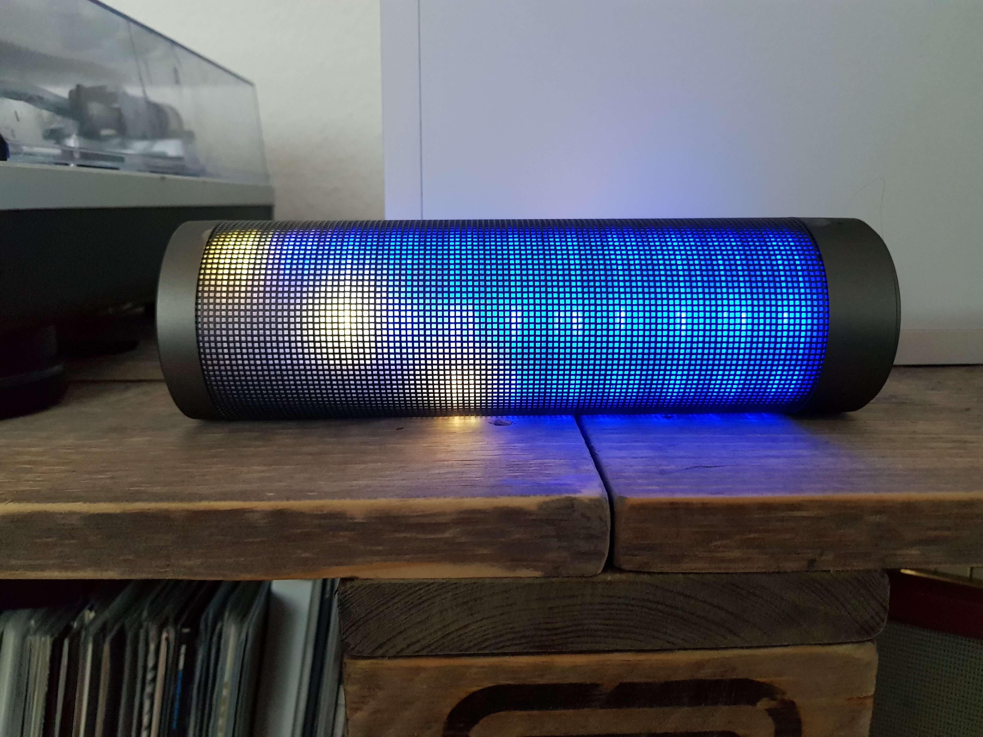 Blinkt viel, klingt gut: Bluetooth Lautsprecher Elegiant HIPHOP im Test 9