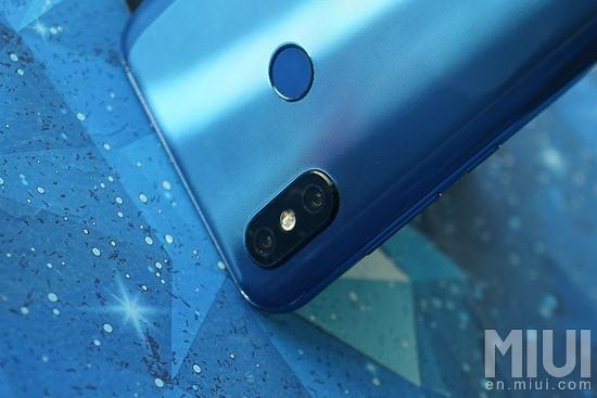 Xiaomi Mi 8, MI 8 SE, Mi Band 3 und MIUI 10 vorgestellt