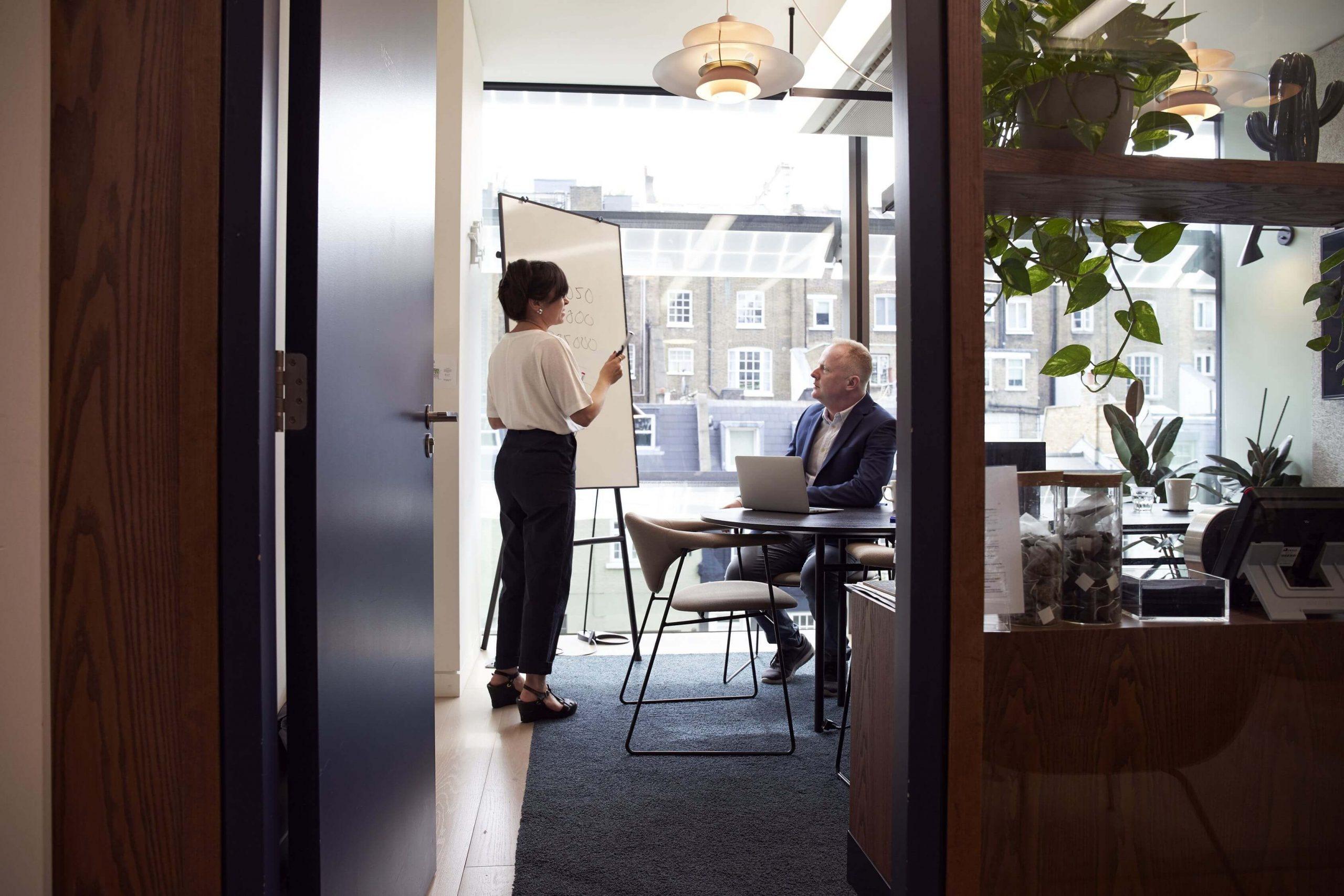 Wie neue Technologie Mitarbeiterzufriedenheit erhöhen kann techboys.de • smarte News, auf den Punkt!